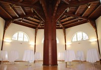 Stilvoll renoviert und zwischen Reitschule und Auditorium gelegen, eignet sich das exklusive Ambiente der ehemaligen Sattelkammer besonders für VIP-Empfänge aber auch für Präsentationen mit bis zu 70 Personen.