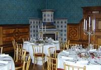 Die Beletage – der Name verrät Noblesse und Eleganz: getäfelte Wände, prunkvolle Tapeten – die eleganten Räume laden auf großzügigen 350 m² zum Feiern ein. Terrassen mit Blick auf den Schlosspark inklusive!