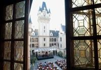 Eine laue Sommernacht, Gläserklingen, der süße Ton der Geige: Ein Empfang oder ein Konzert im pittoresken Schlosshof ist ein Erlebnis. Lassen Sie sich bezaubern vom romantischen Ambiente unter freiem Himmel.