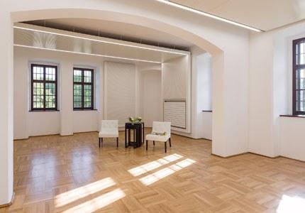 Nicht von ungefähr tragen unsere Seminarräume die Namen großer Komponisten: Möge das Genie eines Franz Schubert oder Anton Bruckner die Nutzer dieser Räume inspirieren! Foyer und Lounge stehen kostenlos zur Verfügung.