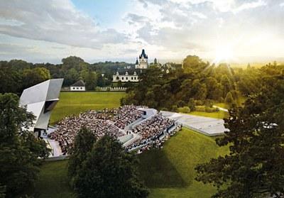 32 ha Naturbühne. Was wäre das Schloss ohne seinen Park? Das weitläufige Areal beeindruckt mit seinem botanischen Reichtum, das für den perfekten Rahmen Ihres Events sorgt.